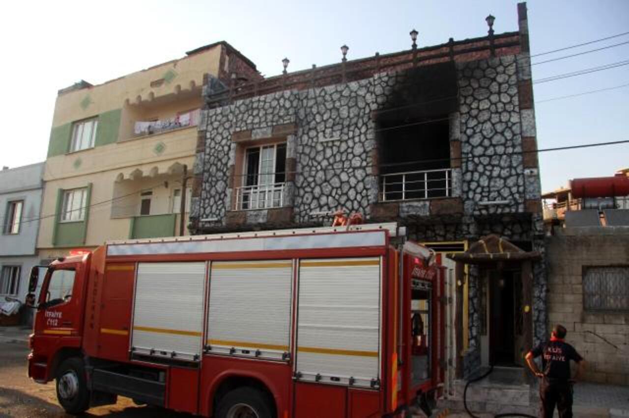 Kilis'te boşanma aşamasında olan kadın evini yaktı
