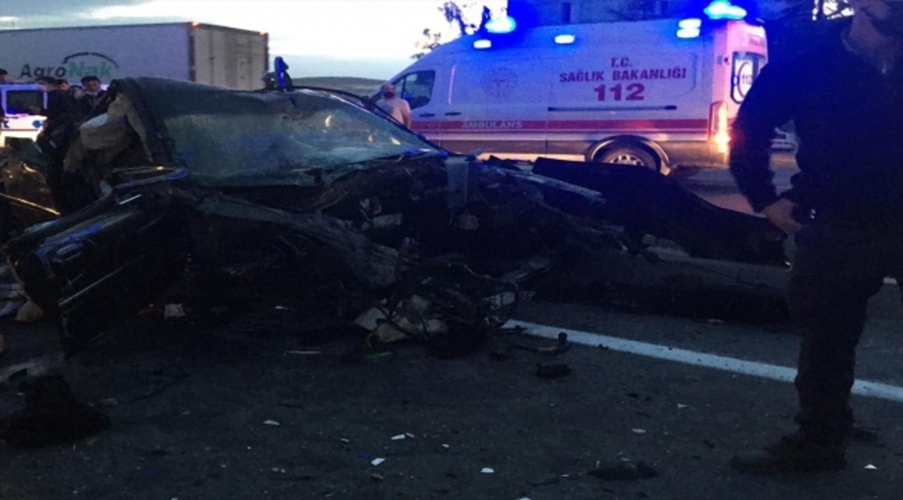 Konya'nın Ilgın ilçesinde tır ile otomobil çarpıştı: 2 ölü!