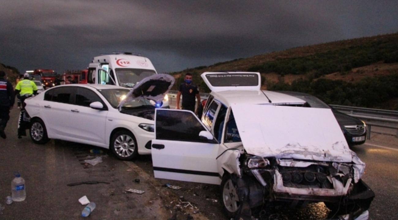 Kula'da zincirleme trafik kazasında 4 kişi yaralandı