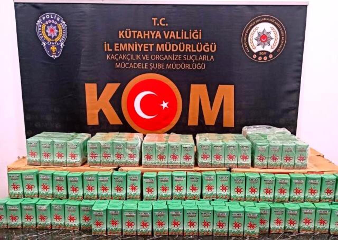 Kütahya-Eskişehir yolunda bir araçta 212,5 kilogram kaçak çay bulundu