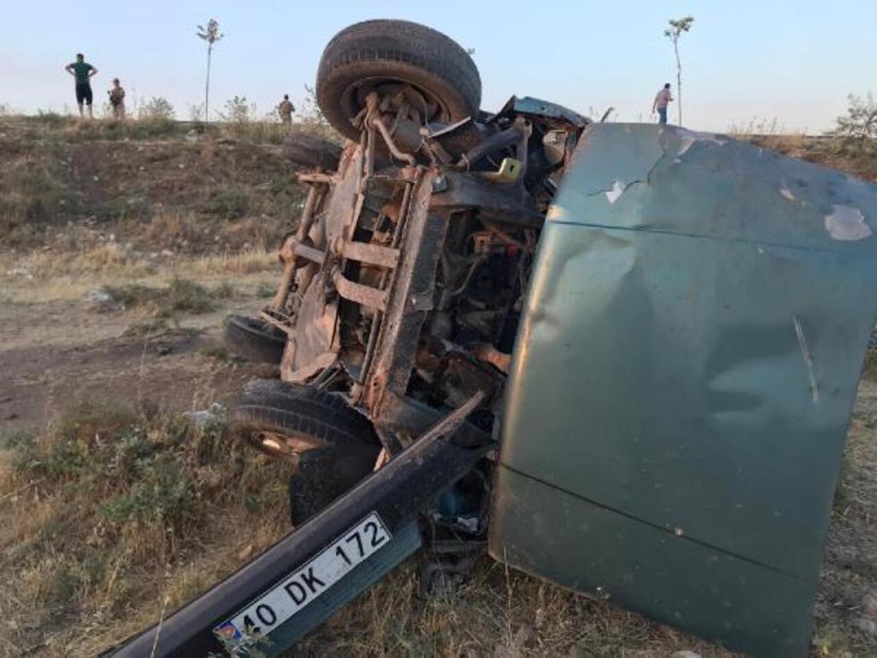 Mardin'de otomobil şarampole yuvarlandı: 4 yaralı!
