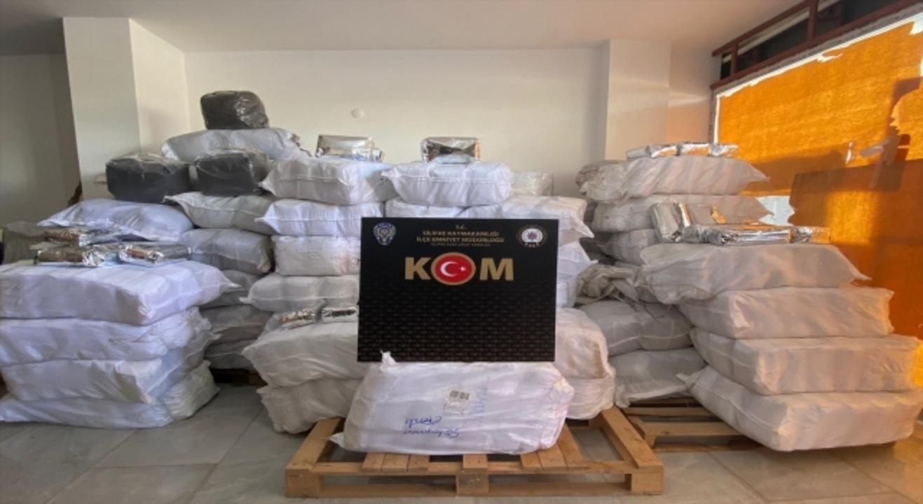 Mersin'de 1 ton 800 kilo kaçak çay ele geçirildi