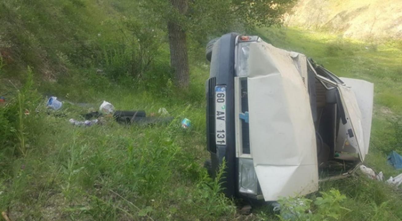 Sivas'ta otomobil yan yattı! 1 kişi hayatını kaybetti, çok sayıda yaralı var
