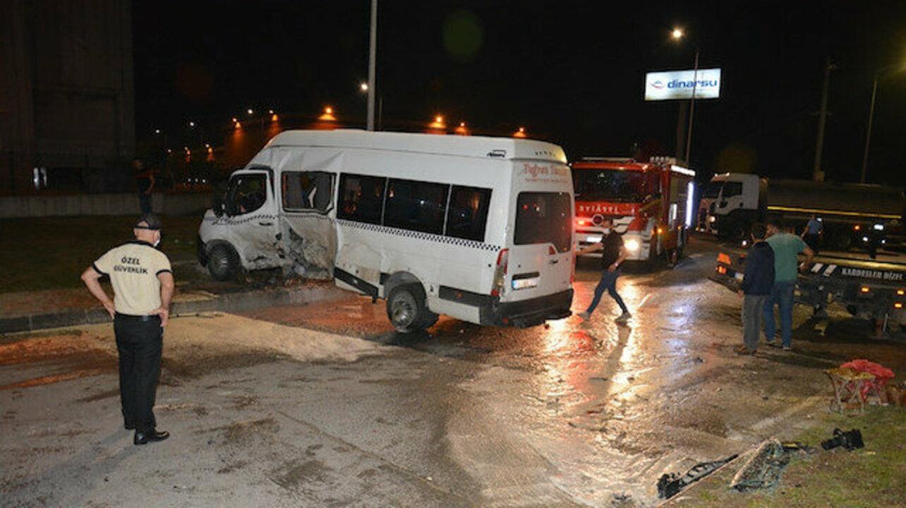 Tekirdağ'da işçi servisi otomobille çarpıştı: 8 yaralı