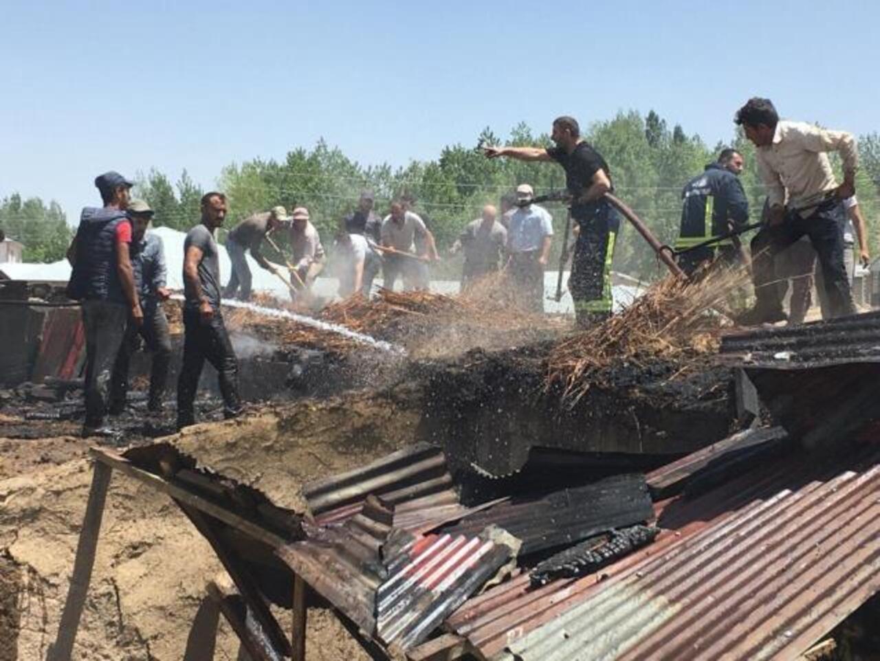 Van Özalp'te bir tandır evinde yangın çıktı