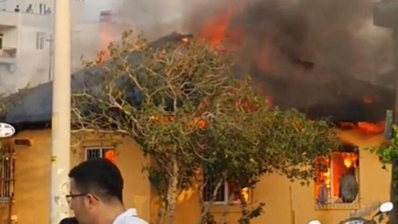 Antalya'da gecekonduda yangın çıktı