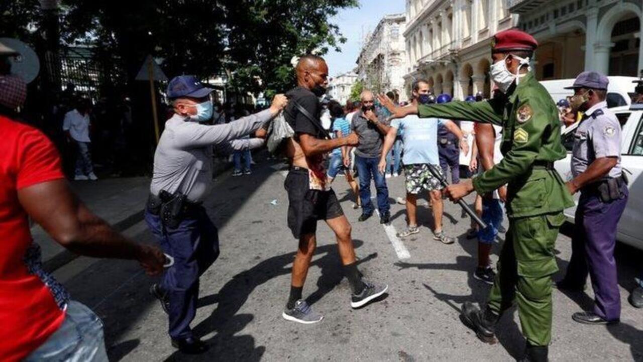 Küba'da hükümet karşıtı protestolar başladı