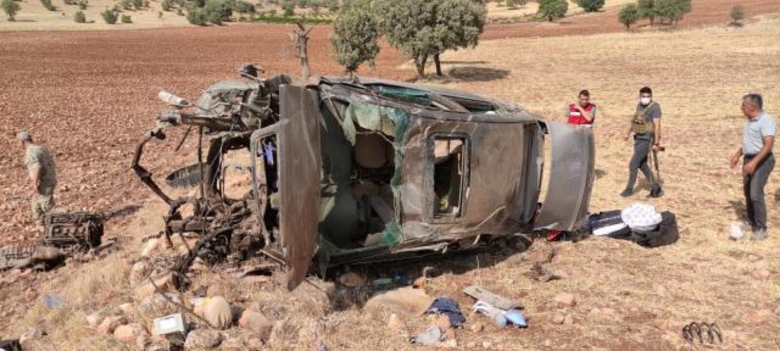 Mardin'de şarampole yuvarlanan araçtaki iki asker hayatını kaybetti