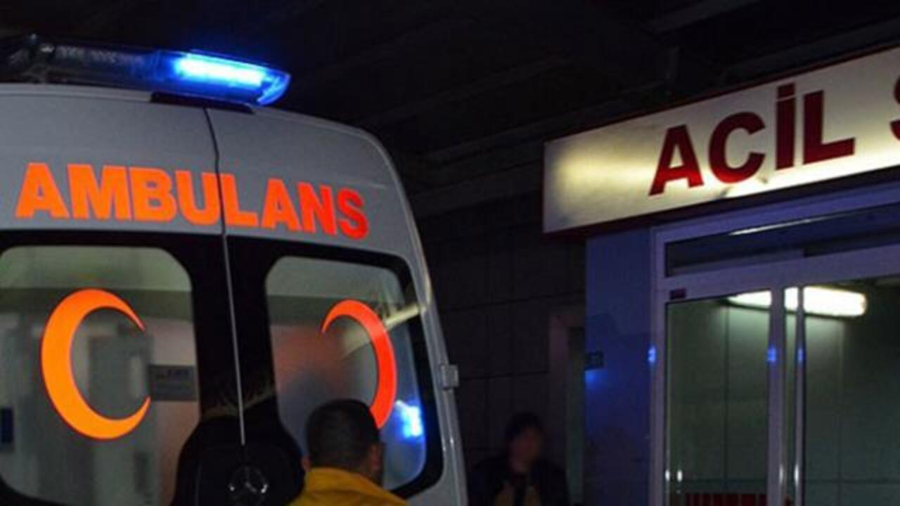 Mersin'de karşıdan karşıya geçerken otomobilin çarptığı iki kişi hayatını kaybetti