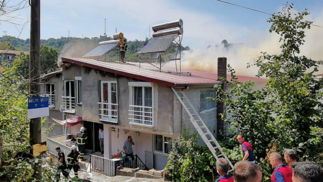 Zonguldak'ta 3 üç katlı evde yangın: 3'ü çocuk 4 kişi dumandan etkilendi