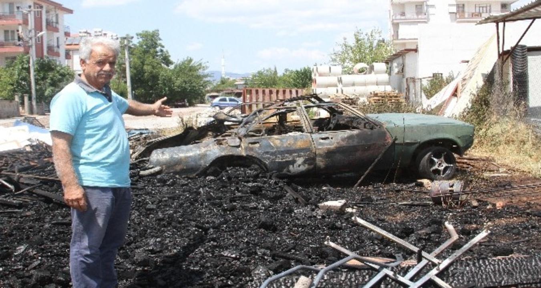 Antalya'da yangının içinde kalan otomobil bir anda patladı