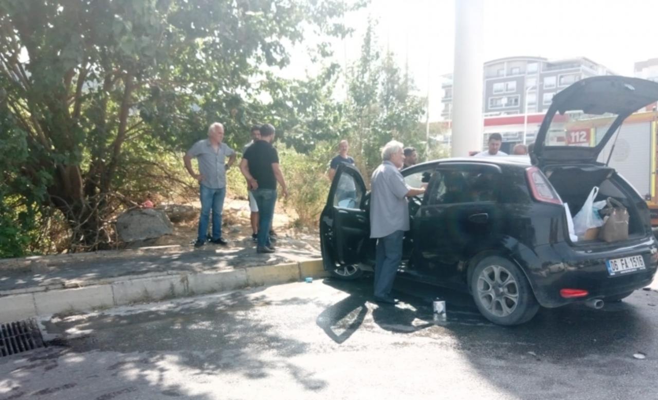 Aydın Söke'de iki otomobil çarpıştığı kazada iki kişi yaralandı