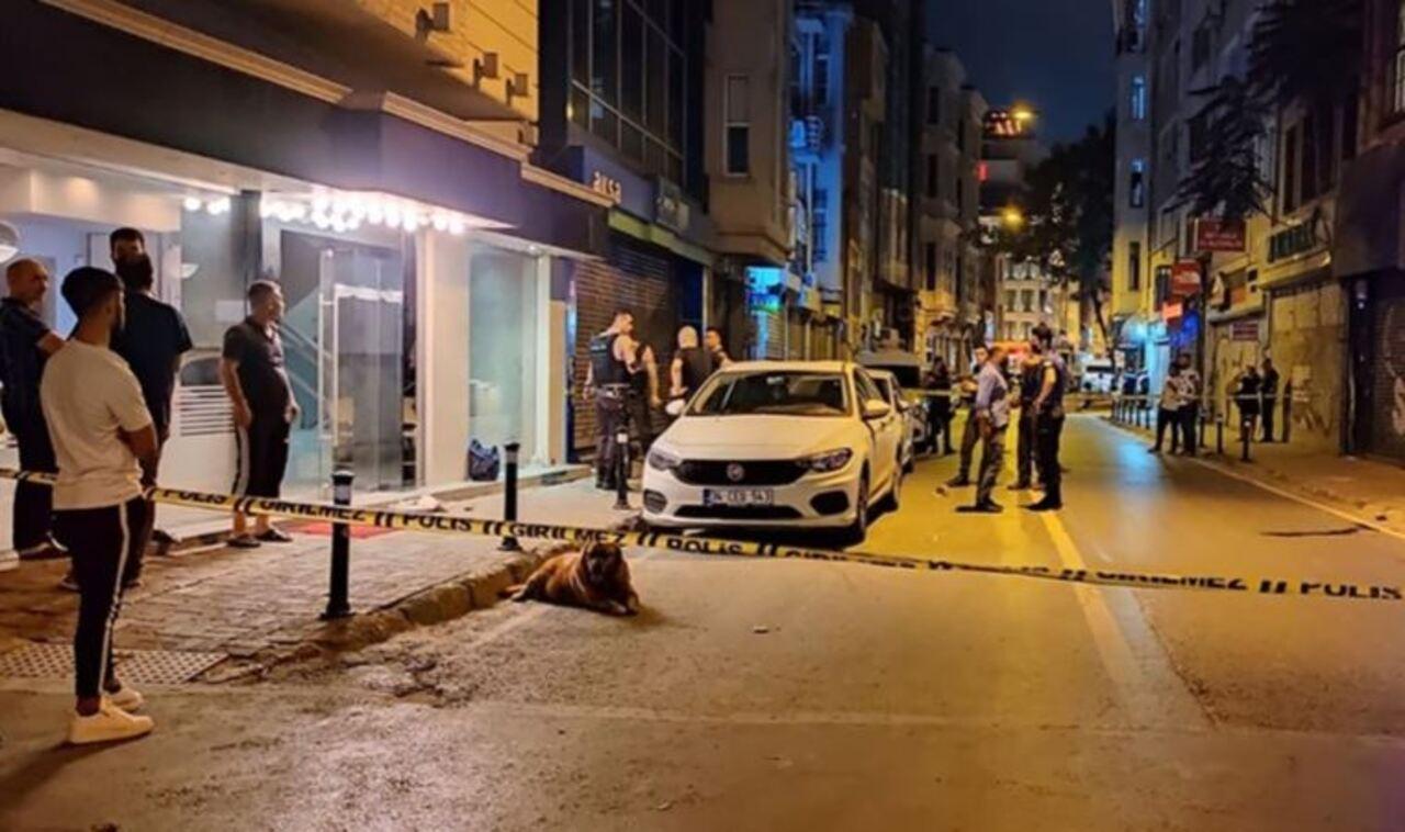 Beyoğlu'nda otel önünde silahlı saldırı: 1 ölü, 1 yaralı