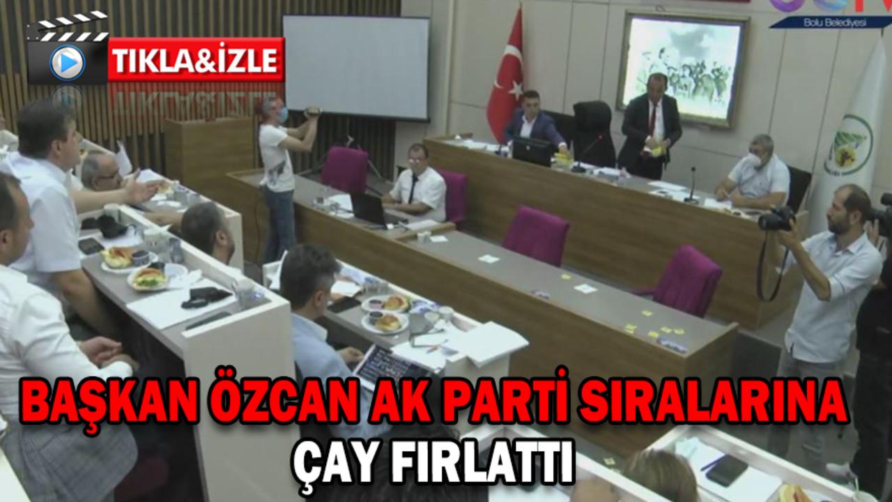 CHP'li Tanju Özkan, AK Partili üyelere kürsüden çay fırlattı