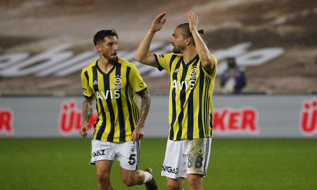 Fenerbahçe'de kadro dışı bırakılan Caner Erkin yeniden Beşiktaş'a gelebilir