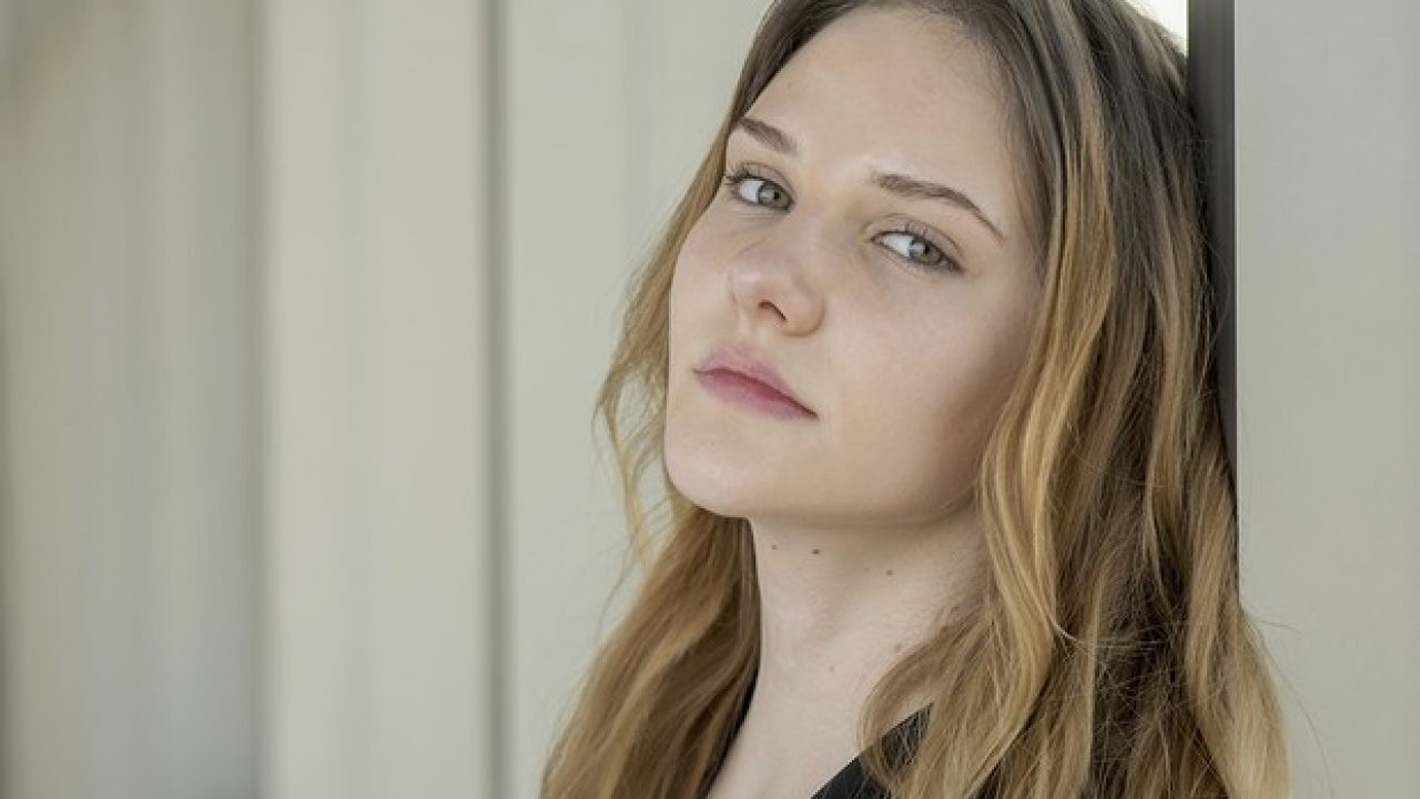 Güzel oyuncu Alina Boz isyan etti!