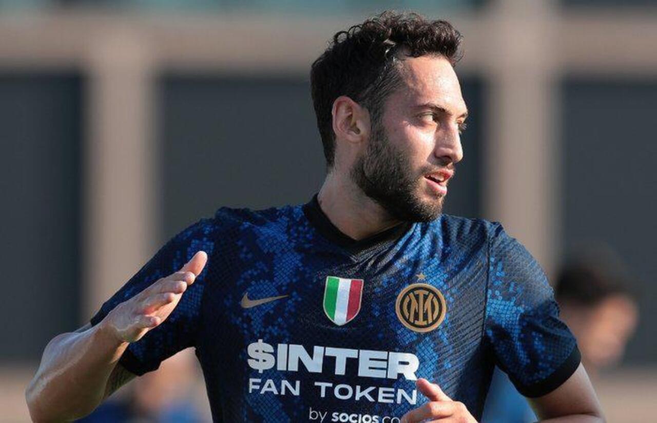 Hakan Çalhanoğlu Inter formasıyla ilk maçında yıldızlaştı