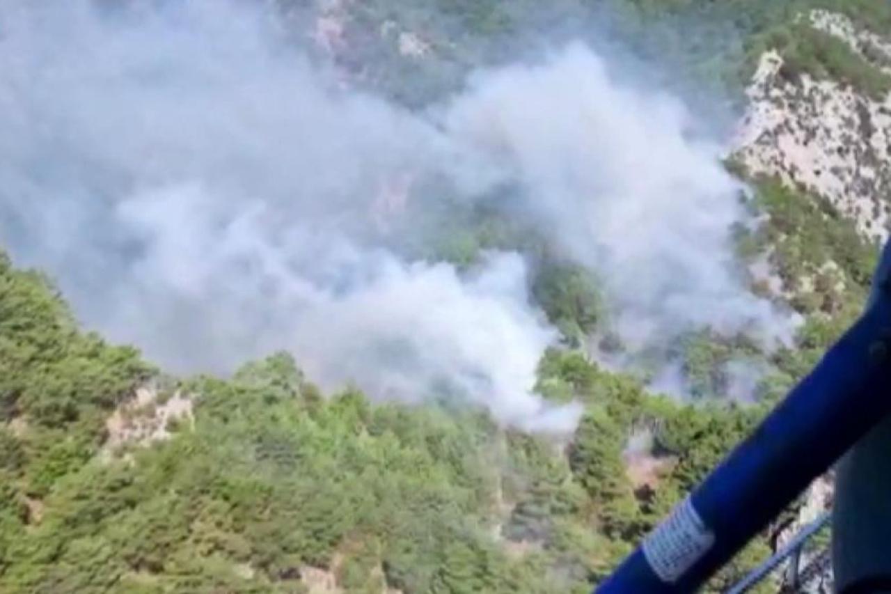 Kazdağları'nda devam eden yangın rüzgar nedeniyle büyüyor