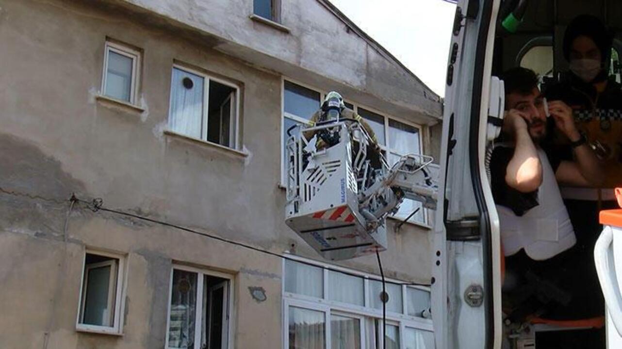 Maltepe'de 5 aylık bebeğini rehin alan adam evi yakmaya çalıştı!