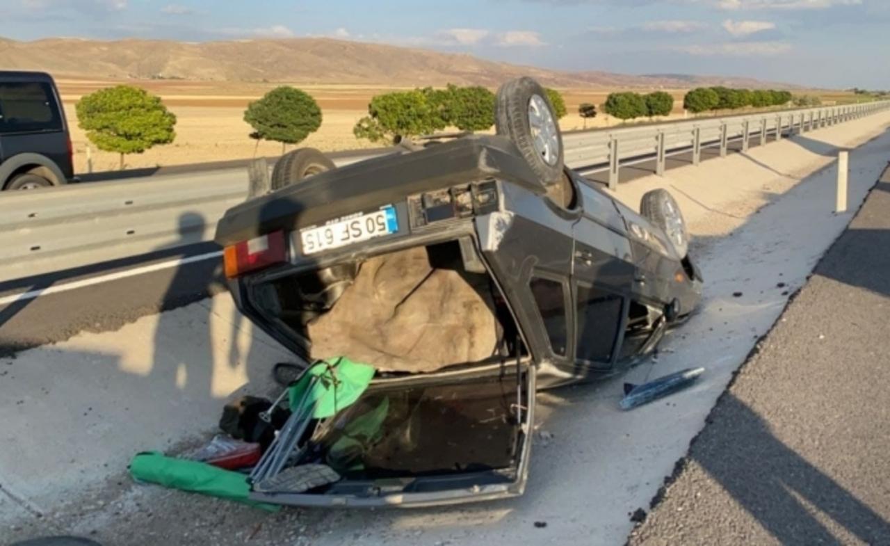 Niğde'de otomobil takla attı: 1'i ağır 2 yaralı