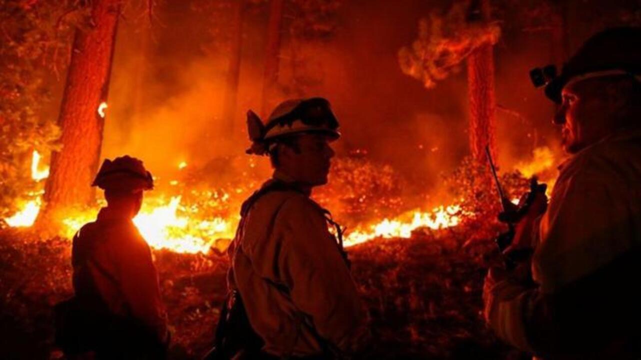 California'da devam eden yangın nedeniyle binlerce kişi tahliye edildi