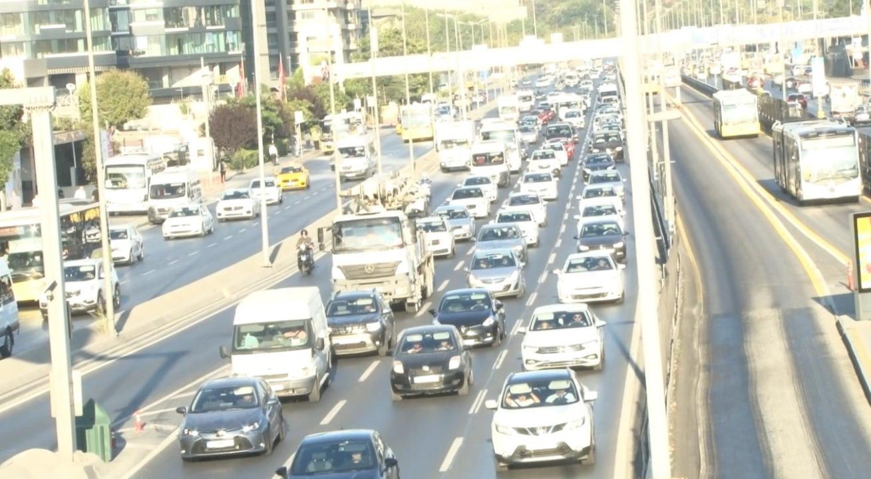 Uyum eğitimi başladı, megakent İstanbul'da trafik yoğunluğu arttı!