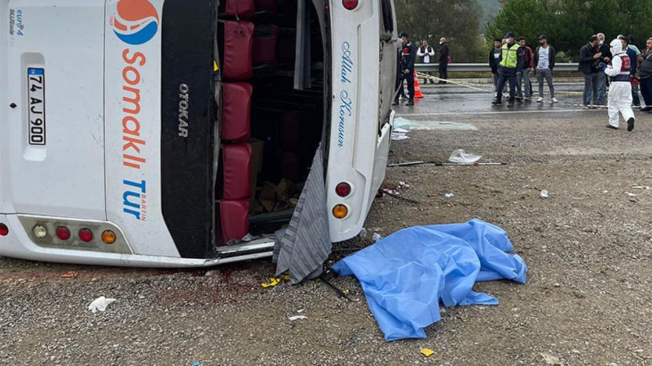 Bartın'dan Ankara'ya toplantı için giden MHP'lilerin bulunduğu minibüs devrildi: 2 ölü, 17 yaralı