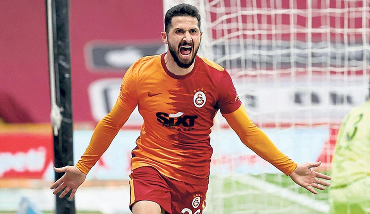 Galatasaray'da sözleşmesi uzatılsa da, kiralık olarak gönderilen Emre Akbaba'nın bonservisi veriliyor