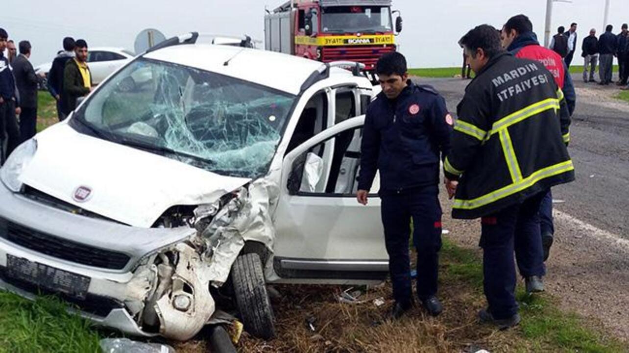 Mardin'de otomobile ile kamyonet çarpıştı, 7 kişi yaralandı