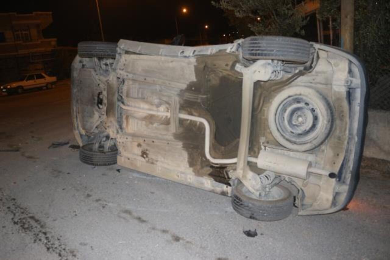 Adana Sarıçam'da iki otomobil çarpıştı: 2 yaralı!
