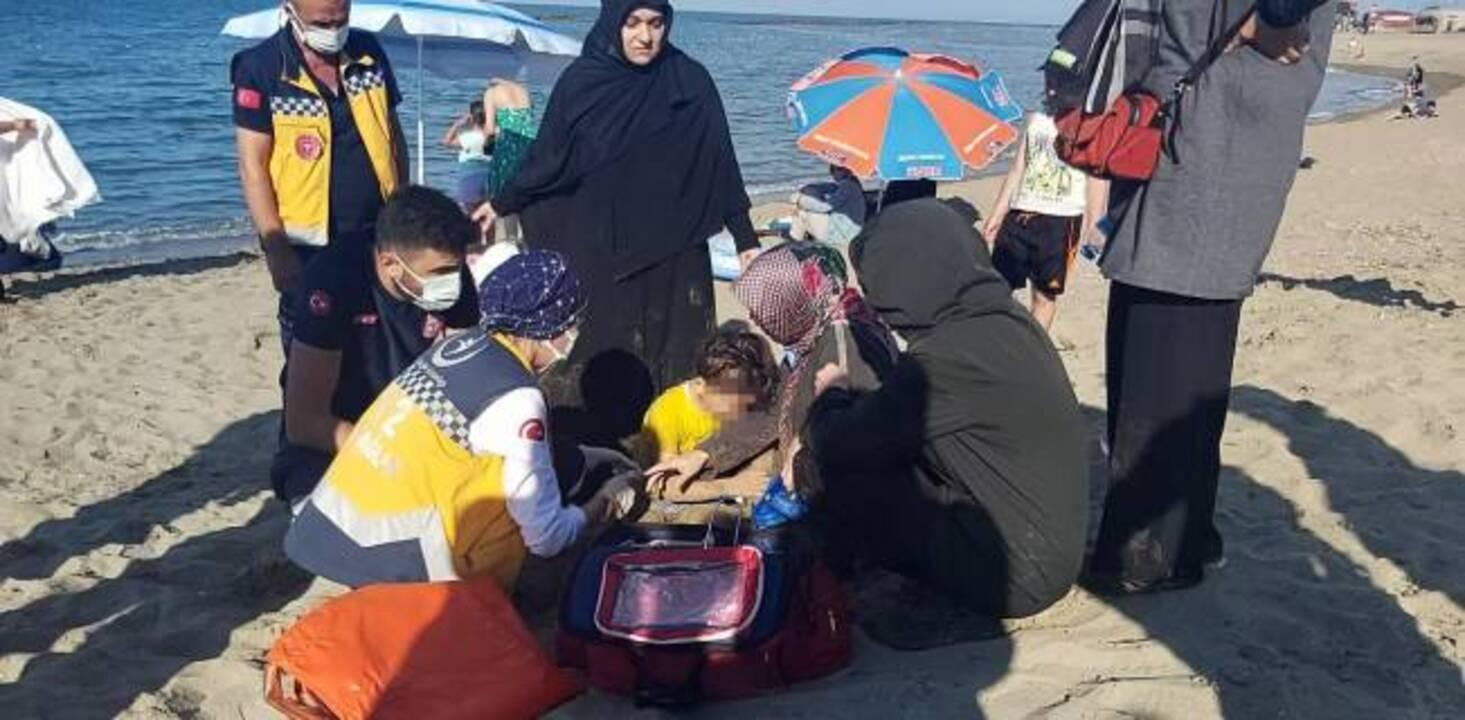 Sakarya'da 5 yaşındaki çocuk boğulmaktan son anda kurtuldu