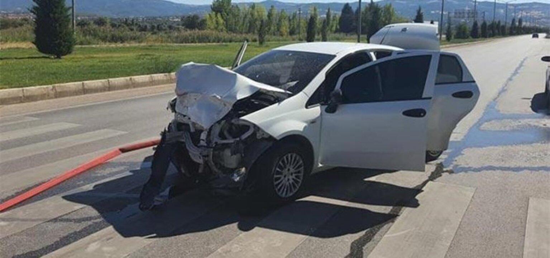 Kütahya'da polis aracı ile otomobil çarpıştı: 2'si polis 5 kişi yaralandı
