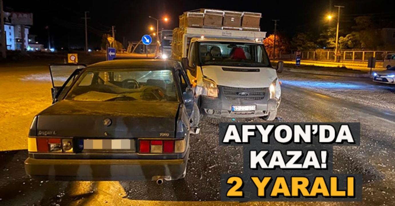 Afyonkarahisar'da iki otomobilin çarpıştığı kazada sürücüler yaralandı