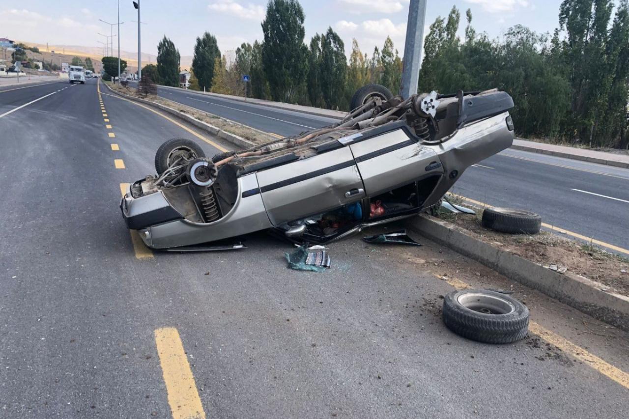 Erzincan Tercan'da iki otomobil çarpıştı: 3 yaralı