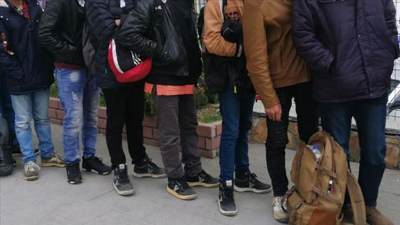 Kırklareli'nde yurda yasa dışı yollarla giriş yapan 83 düzensiz göçmen yakalandı